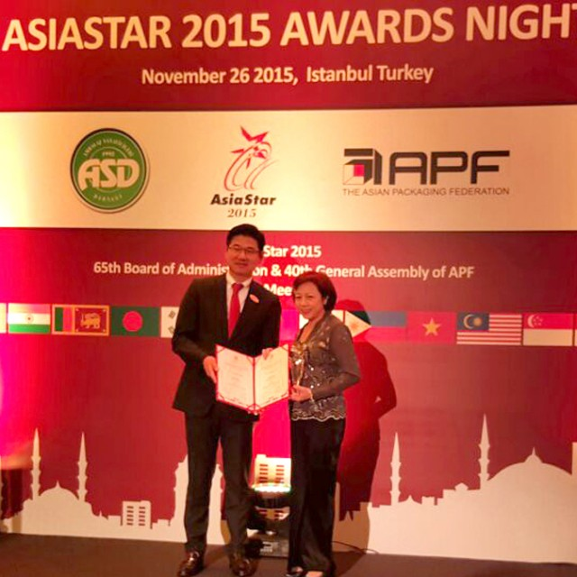 Receiving the 2015 AsiaStar Packaging Award